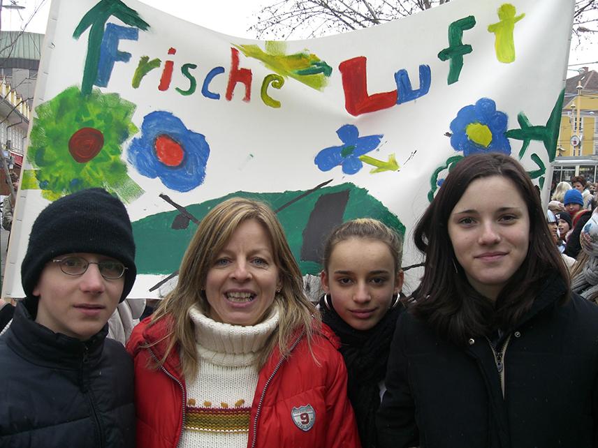 Max Bockryck, Heidi Jursitzky, Nita Bislimi und Bianca Blaim bei einer Demonstration gegen Feinstaub, Foto: Kinderbüro – Die Lobby für Kinder bis 14