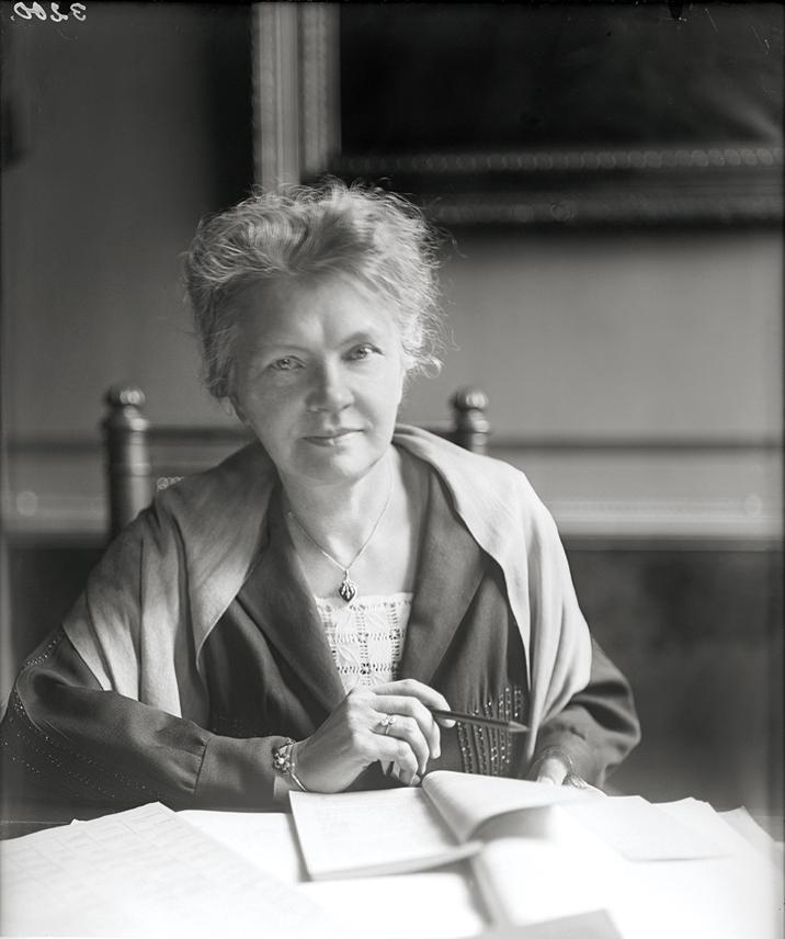 Olga Rudel-Zeynek im Parlament, Fotograf/-in: Unbekannt, o. J., Bildarchiv der ÖNB, Wien